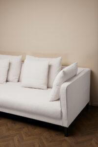 Mercer Soffa – Antique White Linne